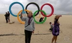 Copacabana ganha arcos olímpicos, com direito a selfies