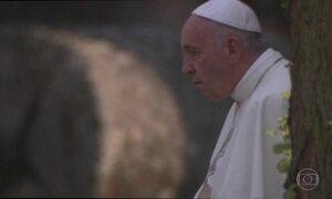 Papa visita Auschwitz e pede: 'Senhor, perdoe tanta crueldade'