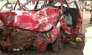 Acidente de carro provoca a morte de nove pessoas