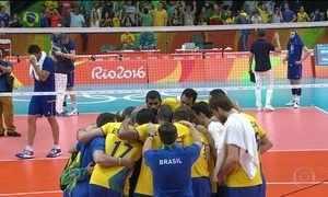 Brasil elimina França no vôlei masculino e vai às quartas de final