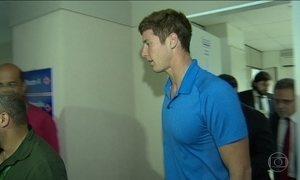 Nadador americano James Feigen é indiciado e paga multa de R$ 35 mil