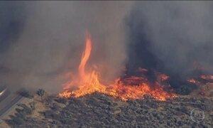 Incêndios fora de controle nos EUA provocam 'tornados de fogo'