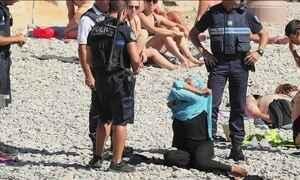 Justiça da França derruba a proibição do uso de burquíni nas praias