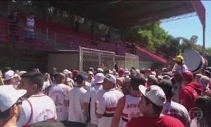 Centro de treinamento do São Paulo é invadido por torcidas organizadas