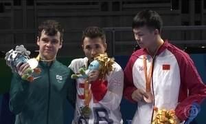 No tênis de mesa, o estreante Israel Stroh conquista a prata para o Brasil