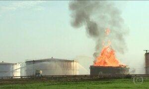 Incêndio em tanque de etanol mobiliza bombeiros no interior de SP