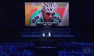 Fim da Paralimpída tem festa com homenagem a ciclista iraniano morto