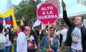 Colombianos vão às urnas e votam contra acordo de paz com as Farc