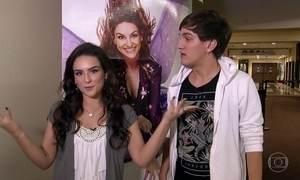 Kéfera e Christian Figueiredo surpreendem fãs no cinema