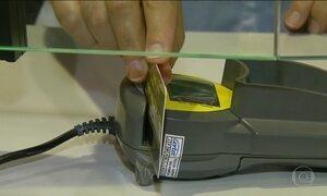 Juros do cartão de crédito atingem o nível mais alto em duas décadas