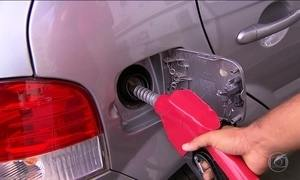 Gasolina aumenta em alguns postos, apesar de preço baixar em refinarias