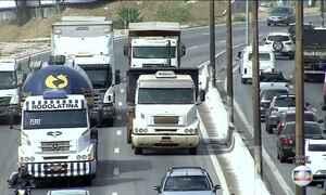 Cai número de pedidos de renovação de carteira de motorista de caminhão