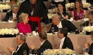 Em jantar tradicional, Hillary e Trump trocam piadas e farpas
