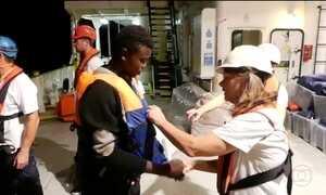 Fantástico acompanha o resgate de refugiados no Mar Mediterrâneo