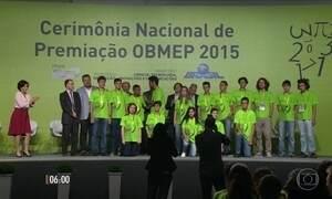 Alunos de escolas públicas recebem medalhas de ouro