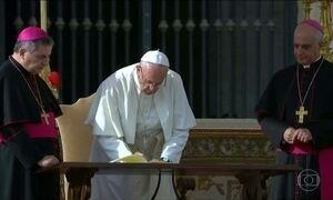 Papa autoriza, em caráter definitivo, padres a perdoar aborto