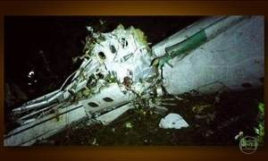 Avião que transportava delegação da Chapecoense cai na Colômbia