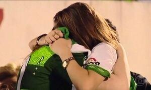 Arena Condá vira ponto de encontro entre torcedores e parentes de vítimas
