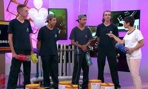 Embatucadores usam lixo para fazer música, dançar e sapatear