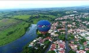 Passeio de balão é atração em São Pedro, no interior de SP