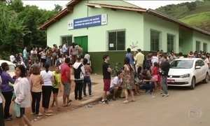 Em Minas, moradores dormem na fila por vacina contra febre amarela