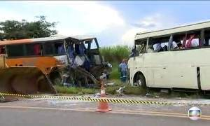 Acidente entre dois ônibus deixa sete mortos no interior de São Paulo