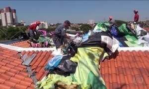 Balão de 48 m cai sobre seis casas em Campinas; 8 pessoas foram detidas