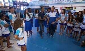 Hoje é dia de escola de samba: escola