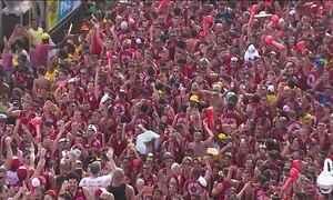 Em Salvador, é a segunda noite de desfile de trios alegóricos