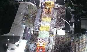 Desfile em SP homenageia Nossa Senhora, Nordeste e África