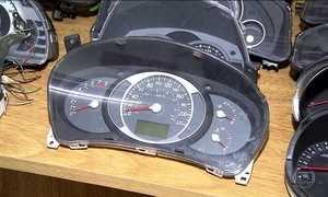 Quadrilhas adulteram quilometragem para valorizar carros usados