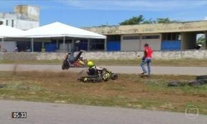 Piloto de kart sai da pista e atinge fotógrafo em competição no TO