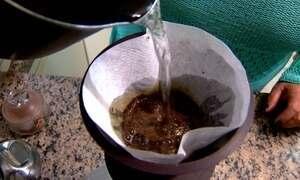 Empresário cria máquina para selar cápsulas de café