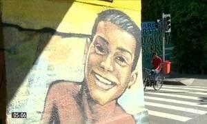 Parentes e amigos protestam contra morte de jovem de 19 anos no RJ