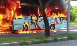 Fortaleza tem segundo dia de ataques a ônibus e prédios