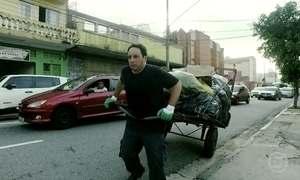 Repórter Pedro Bassan vive um dia como catador nas ruas de São Paulo