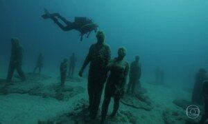 Na costa africana, Karina Oliani visita museu submarino com 300 esculturas