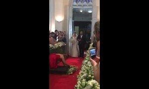 'Me desequilibrei', conta convidada que caiu durante entrada da noiva