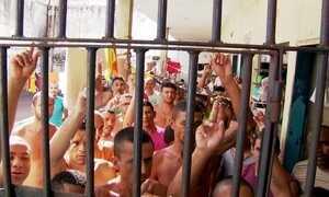 Ratos, baratas e doenças como sarna, HIV, tuberculose e sífilis são comuns em presídios brasileiros