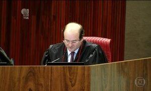 Ministro Tarcísio Vieira dá o terceiro voto contra a cassação da chapa