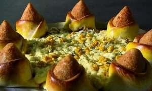 Interior do Ceará tem pizza com borda de coxinha enterrada