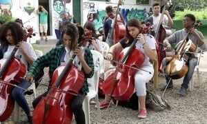 Música muda a vida de crianças e jovens de Campos, no estado do Rio
