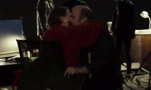 Marido descobre nojo do beijo da mulher às vésperas das bodas de prata