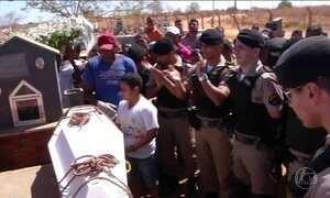 Mais uma vítima do ataque a creche em Janaúba/MG é enterrada