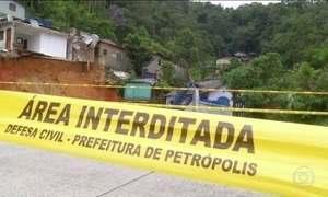Defesa Civil de Petrópolis aguarda resultado de perícia sobre cratera