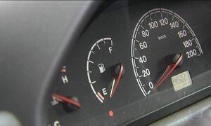 Motoristas protestam em Goiânia: compram só R$ 0,50 de gasolina