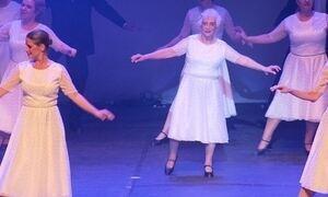 Aposentada dá aula de vitalidade sapateando aos 98 anos