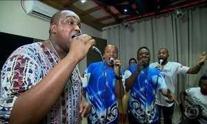 Escola de samba de SP usa estúdio para afinar canto e garantir harmonia