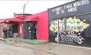 Criminosos invadem casa de forró de Fortaleza e matam 14 pessoas