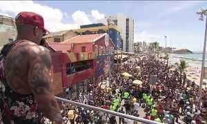 Arrastão da quarta-feira leva multidão no circuito Barra-Ondina, em Salvador